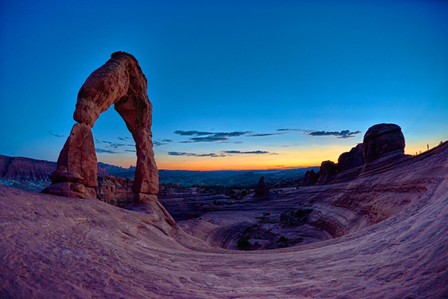 http://roadwarrior.productions/wp-content/uploads/2017/10/Delicate-Arch-Arches-NP-Utah-900x600.jpg